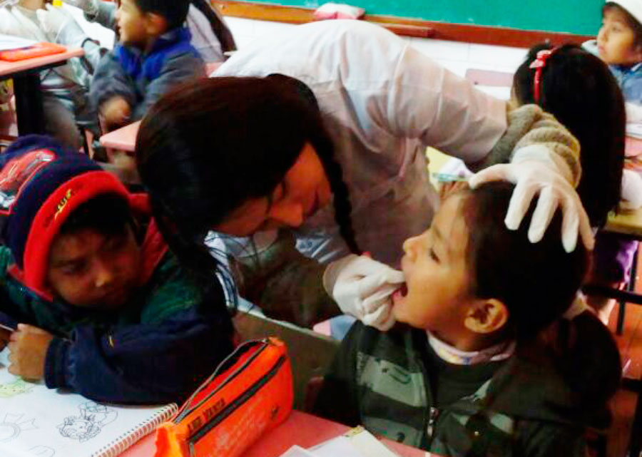 Brigada Odontólogica UNIFRANZ en el kinder Divino Niño