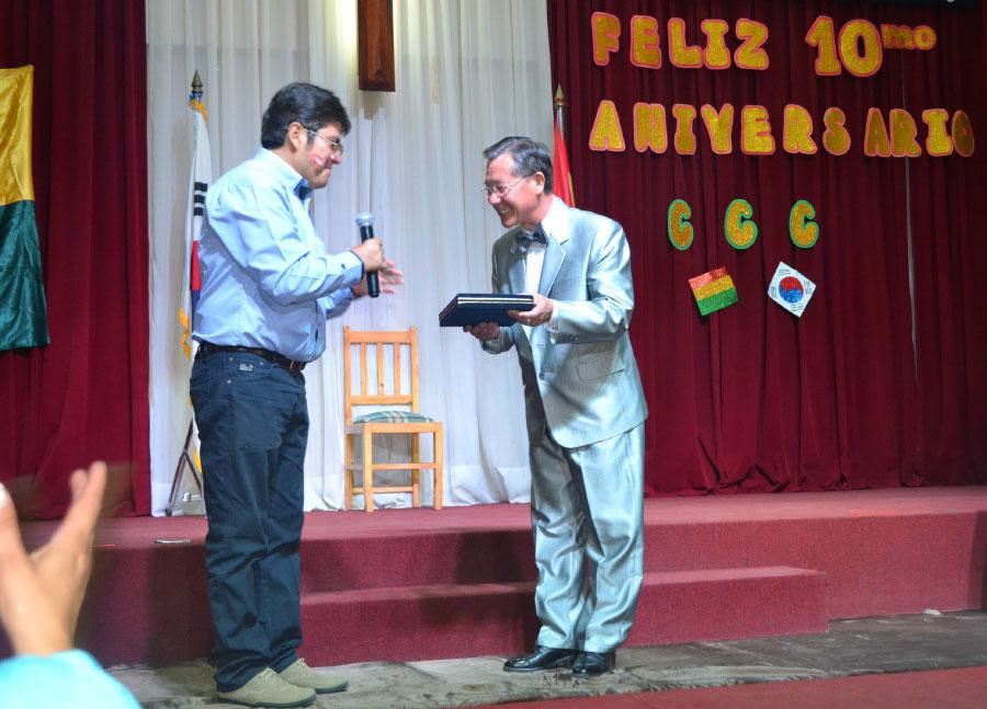 Reconocimiento en el X Aniversario del Colegio Cristiano Colcapirhua