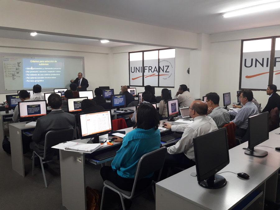 Profesores y Administrativos de Unifranz realizaron Curso sobre Prospectiva Empresarial. Invitado Internacional: Fernando Ortega San Martín