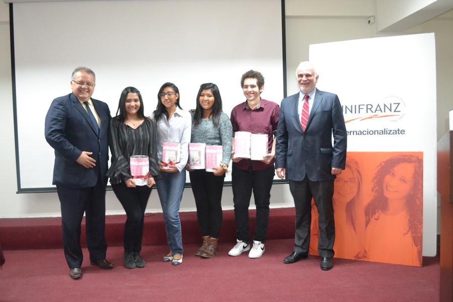 Embajador del Perú dicta Conferencia en Unifranz Cochabamba