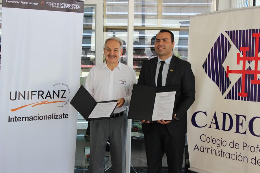 Firma de Convenio Colegio de Administradores CADECRUZ