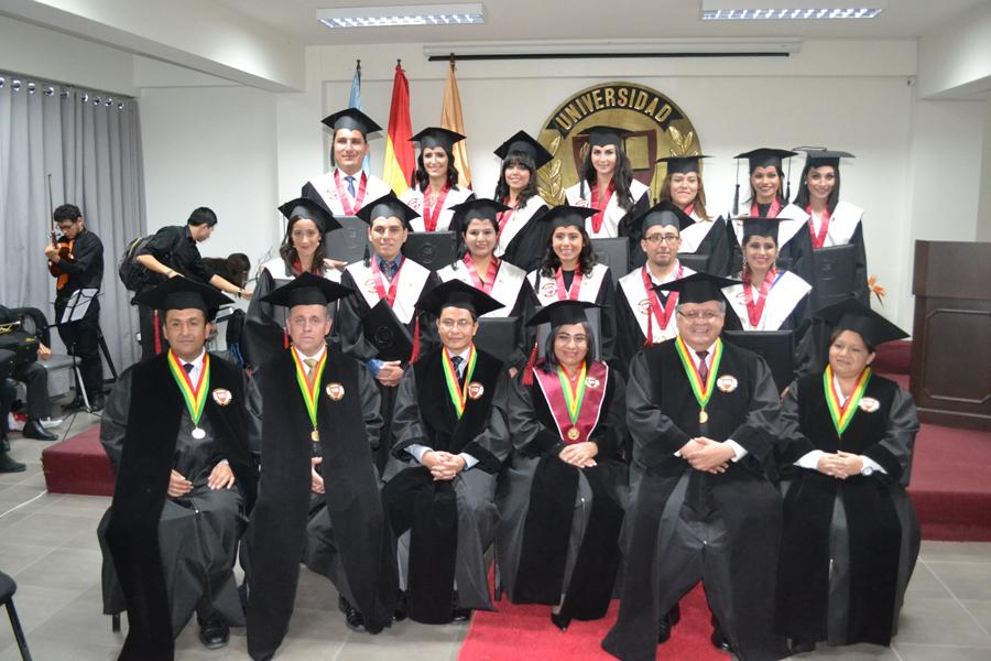 Décima Promoción de flamantes profesionales de la sede Cochabamba
