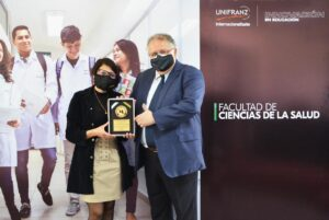 Dra. Claudia Arauco, Ing. Rolando López